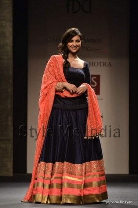 manish-malhotra-parineeti-chopra-wifw-2013-spring-summer