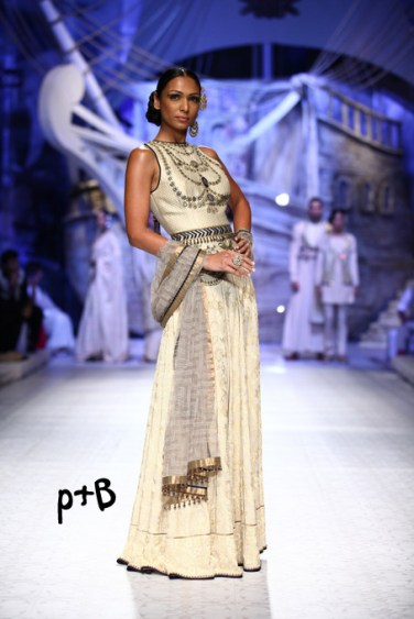 India-Bridal-Fashion_Week-2013-Bridal-Lehenga-JJ Vallaya (6)