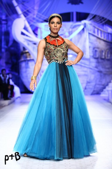 India-Bridal-Fashion_Week-2013-Bridal-Lehenga-JJ Vallaya (8)