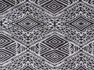 Fessi style, linear Moroccn henna pattern in white on black