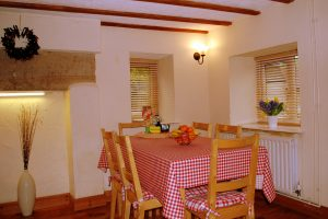 Hillocks Cottage - Dining room
