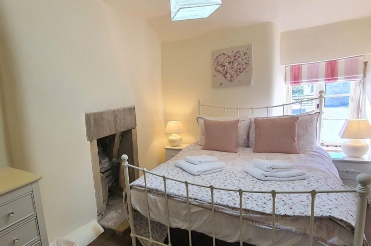 Tudor Cottage, Foolow - Double Bedroom