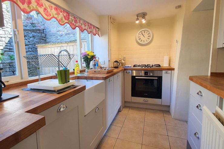 Tudor Cottage, Foolow - Kitchen