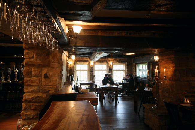 red lion pub peak district