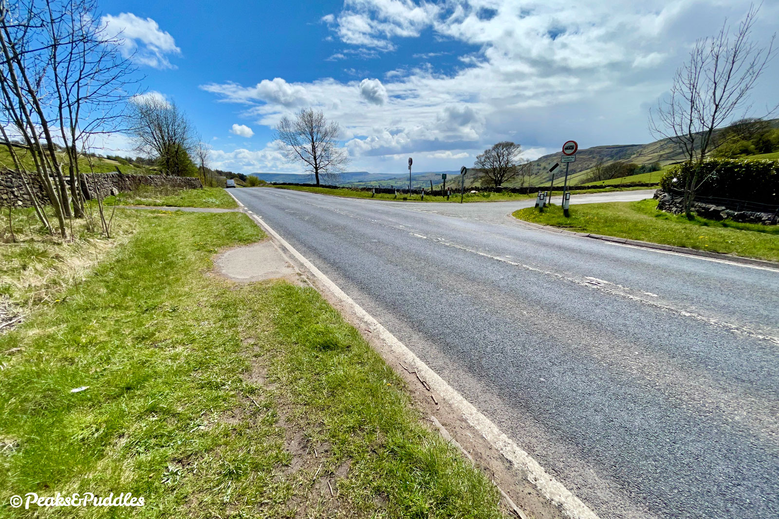 The right turn at the top of Chinley Head into Peep-O-Day requires serious care on the fast A624 Chapel Road.