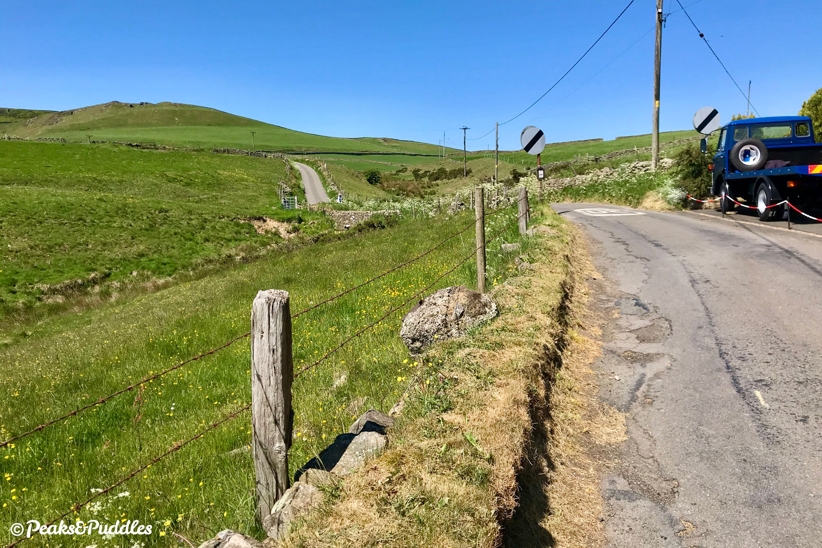 After turning left off Meadlow Lane onto Cowlow Lane and climbing past the row of houses, the undulating route ahead over the side of Combs Moss unfolds.