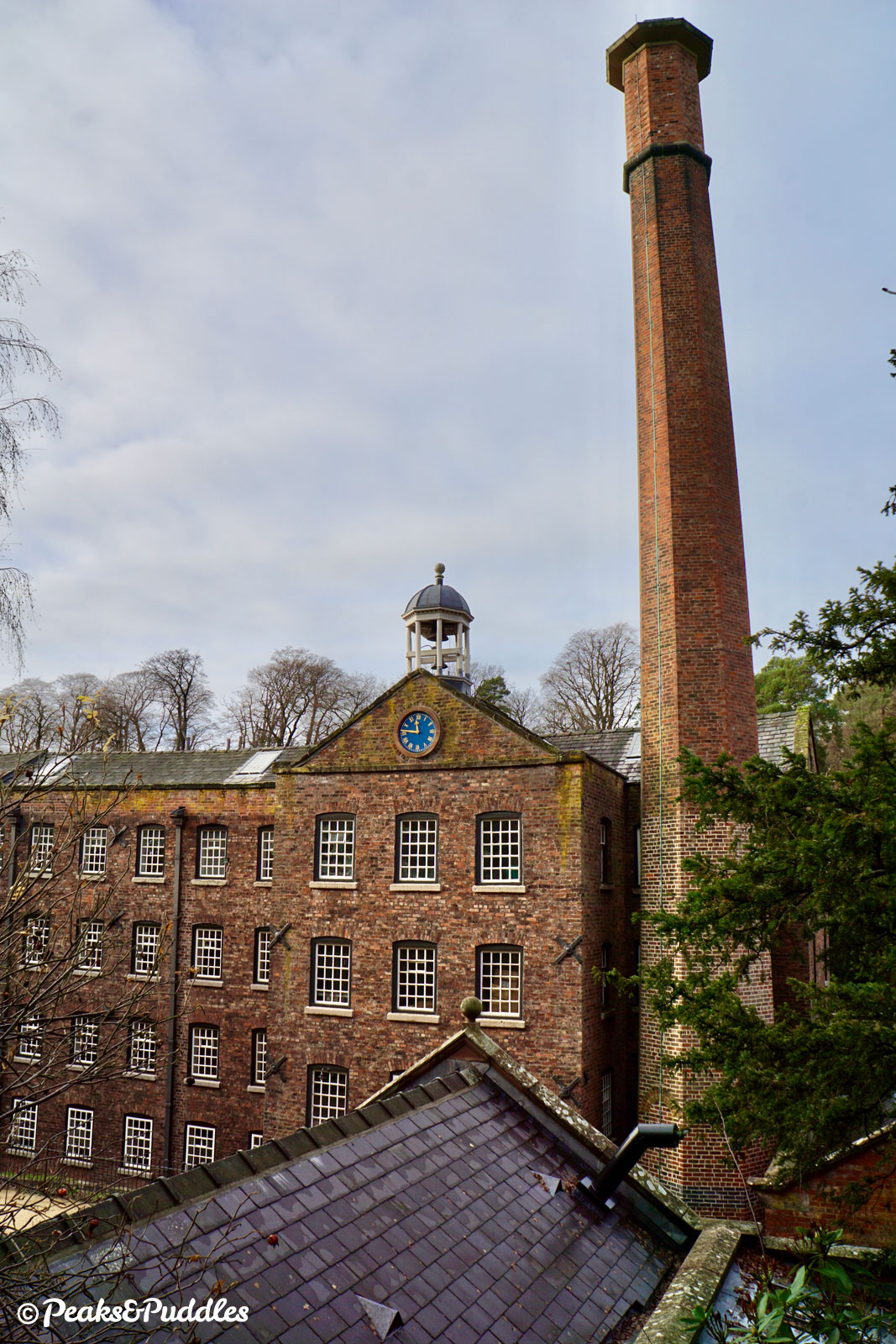 Quarry Bank Mill itself can be viewed for free, from the outside at least, from the byway which passes straight through the mill's land.