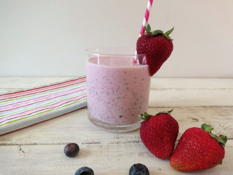 Berry Oatmeal Breakfast Smoothie