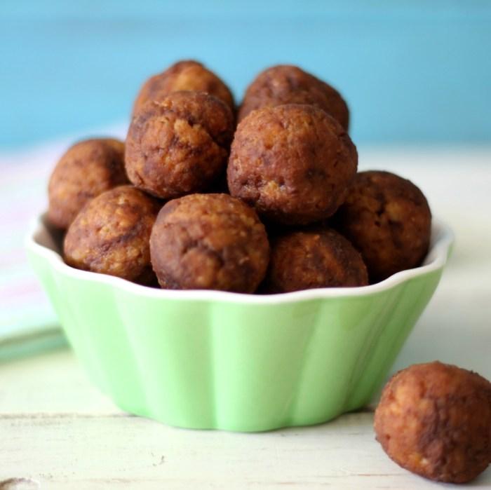 Chocolate Peanut Butter Quinoa Balls