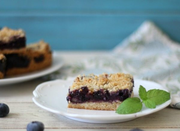 Blueberry Crumble Bars