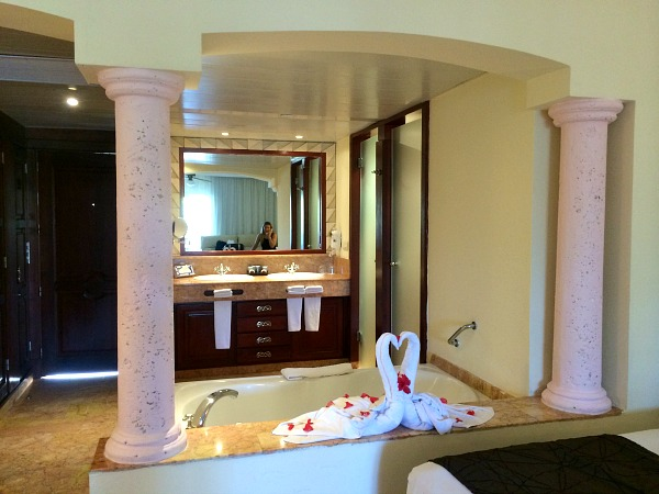 Majestic Colonial Bathroom