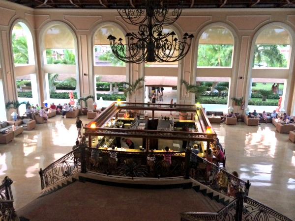 Majestic Colonial Resort Lobby Bar