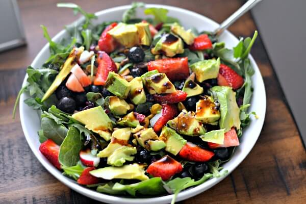 Salad with avocados, nuts and fruit