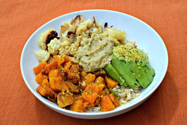 brown rice, roasted cauliflower, half an avocado, roasted butternut squash, a scoop of Spicy Avocado Hummus from Hope Foods and a sprinkle of Be Runa Curry Seed Salt.