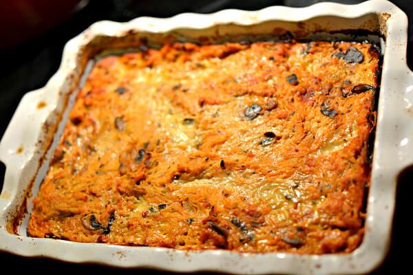 best healthy dinner casserole: paleomg pizza spaghetti pie