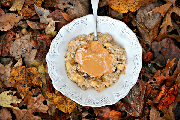 Apple cinnamon egg white oatmeal wth cashew butter.
