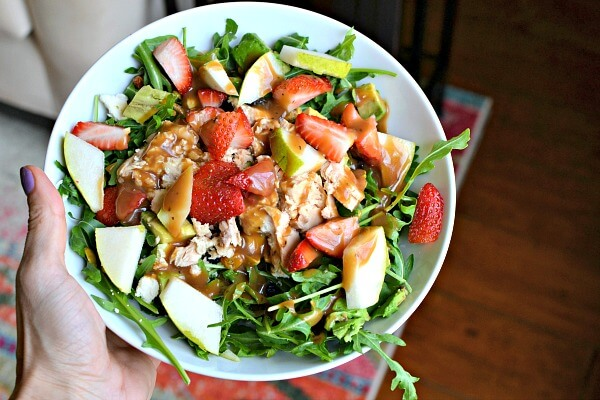salad with arugula, strawberries and salmon