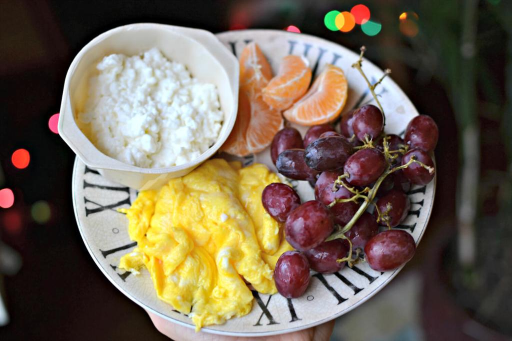 scrambled eggs and cottage cheese