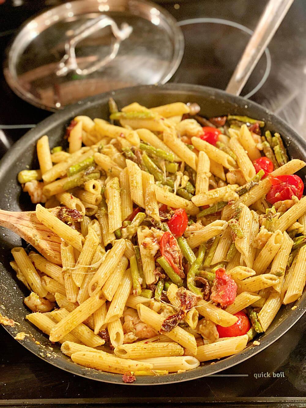 shrimp, asparagus and tomato pasta skillet