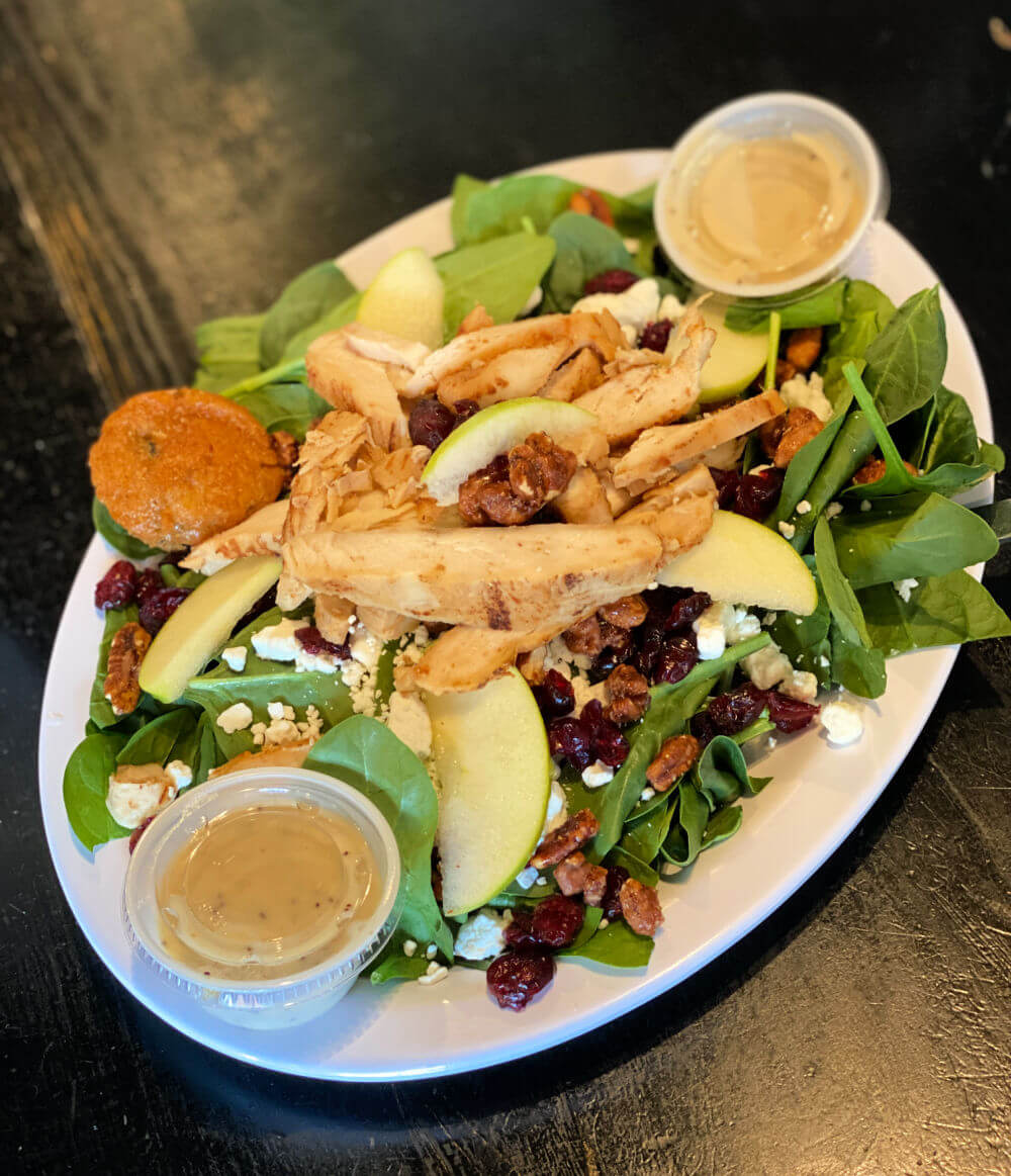 spinach salad with apples and grilled chicken