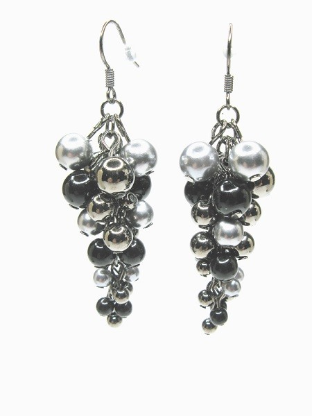 sophisticated black pearl earrings