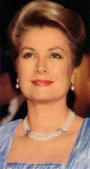 grace kelly wearing white pearl earrings
