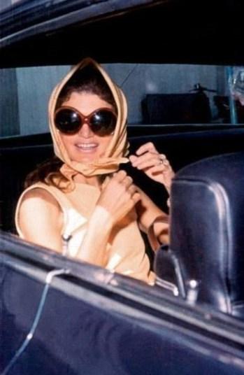 jackie kennedy wearings a scarf