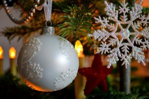 christmas tree globe decoration