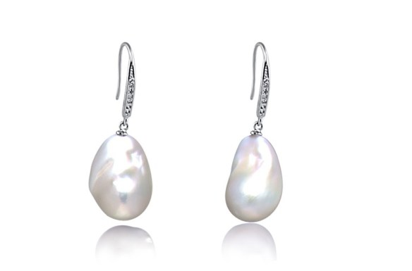 famous pearls earrings