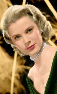 grace kelly wearing white pearl set