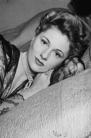 old hollywood star joan fontaine