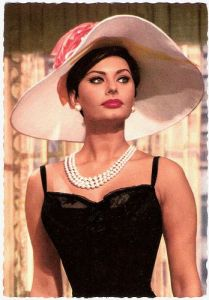 sophia lauren wearing pearls