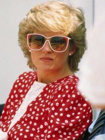 Lady Di wearing real pearl earrings