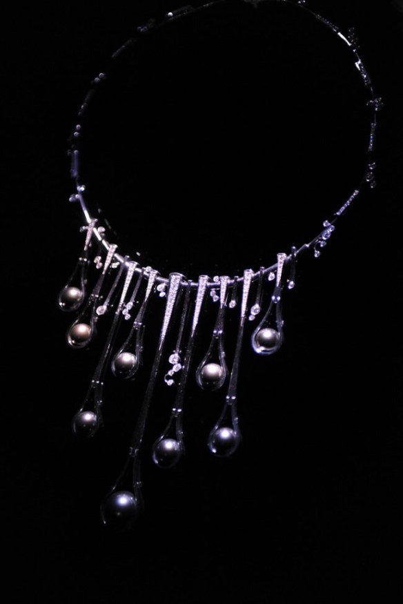 3_black pearls white gold necklace