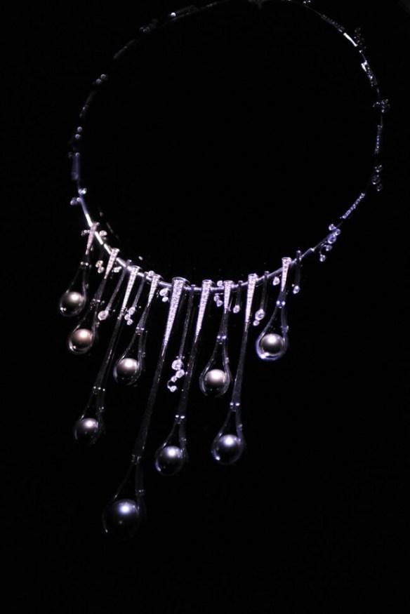 3_black Perlen weiße goldene Halskette