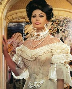 sophia loren wearing pearls