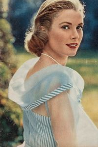 grace kelly wearing pearls on screen
