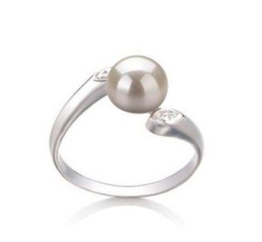 Weißer Perlenring perfekt für formale Kleidung