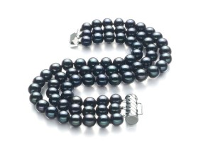 three strand pearl bracelet in black