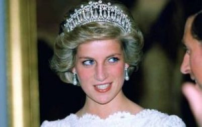 princess diana wearing pearl earrings