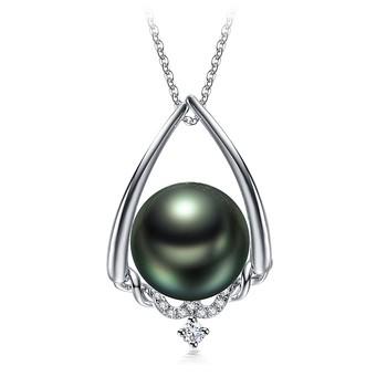 white gold pearl pendant