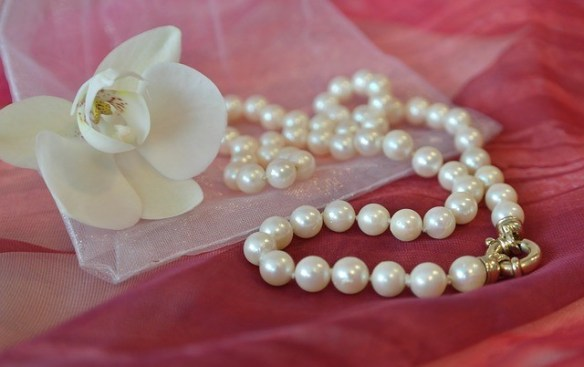 mother's day present pearl necklace