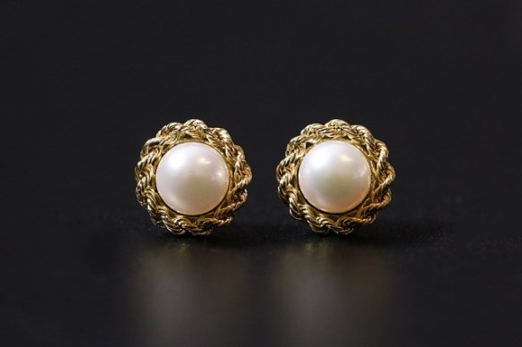 button shaped pearl earrings