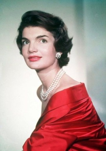 jackie kennedy wearing the triple strand pearl necklace