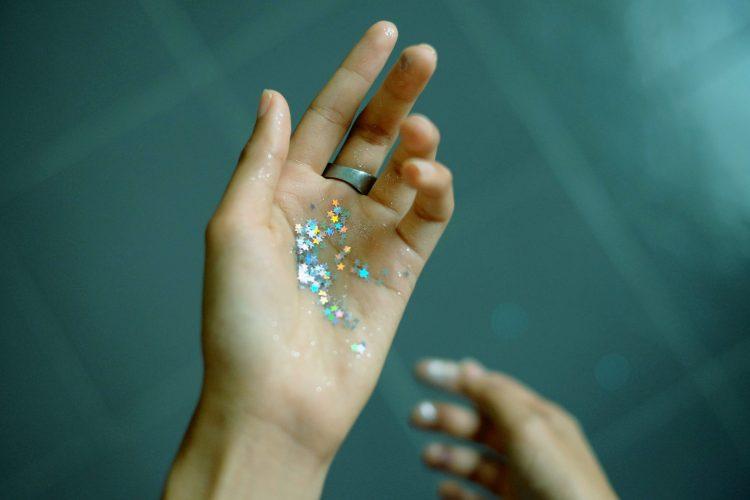 Dermatilllomanie : astuces pour s'occuper les mains