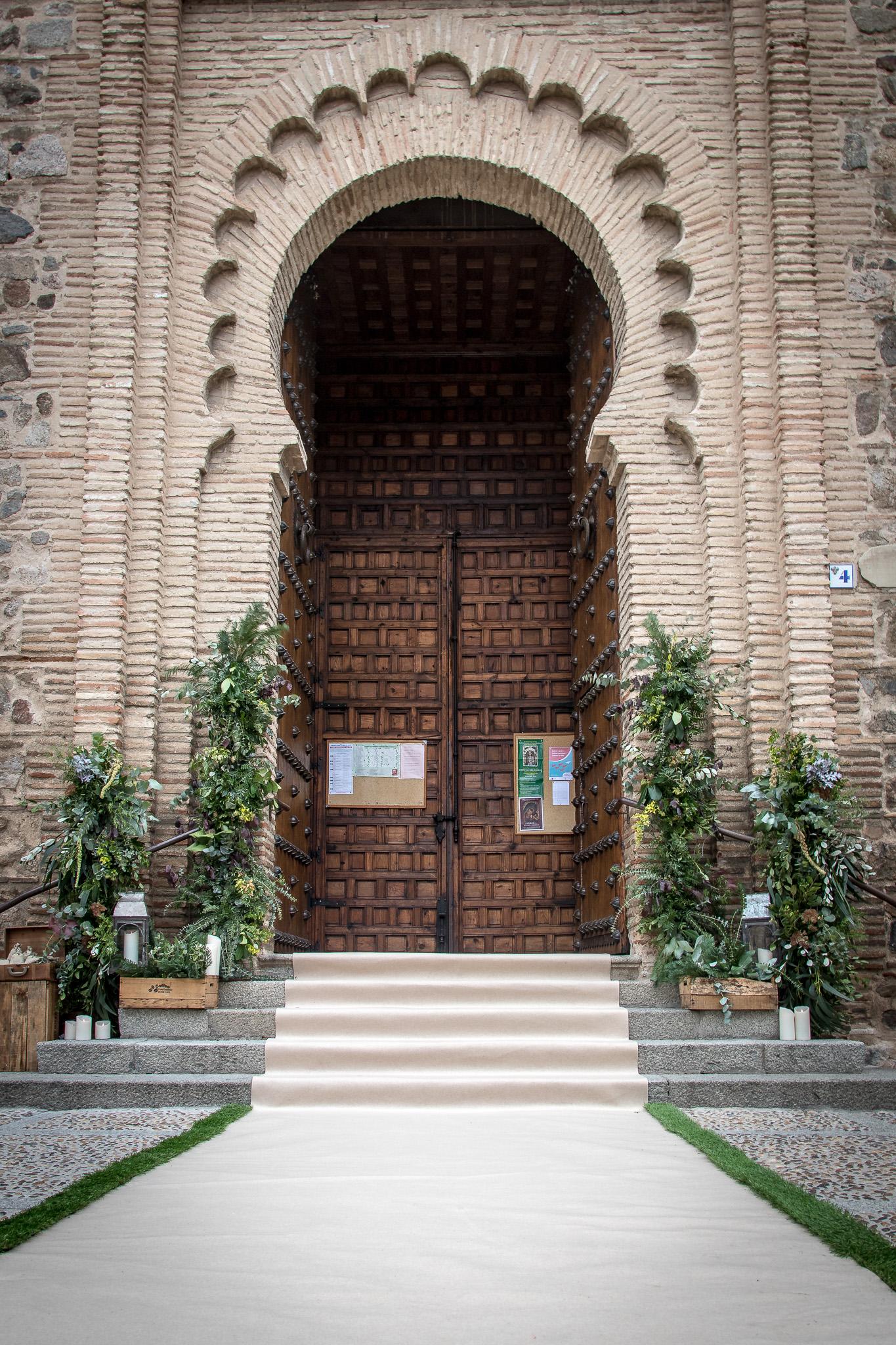 Entrada a Santiago del Arrabal decorada, Toledo