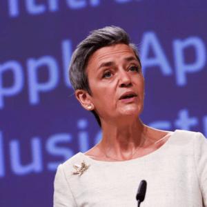 apple sideloading Margrethe Vestager