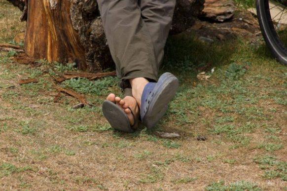 """Achar um """"croque"""" na trilha logo após o seu chinelo ter arrebentado foi providencial pra economizar o dinheiro de um par novo!"""