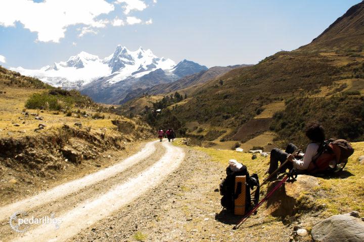 Descanso pras costas enquanto se aprecia a vista em Jamcapampa do Nevado Pucajirca