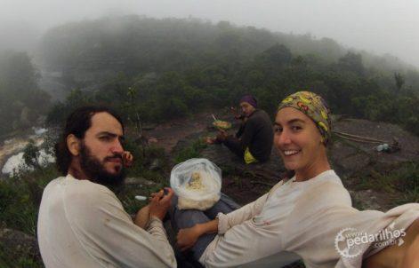 Marmita de arroz no saco, quando chegamos na Cachoeira da Fumaça
